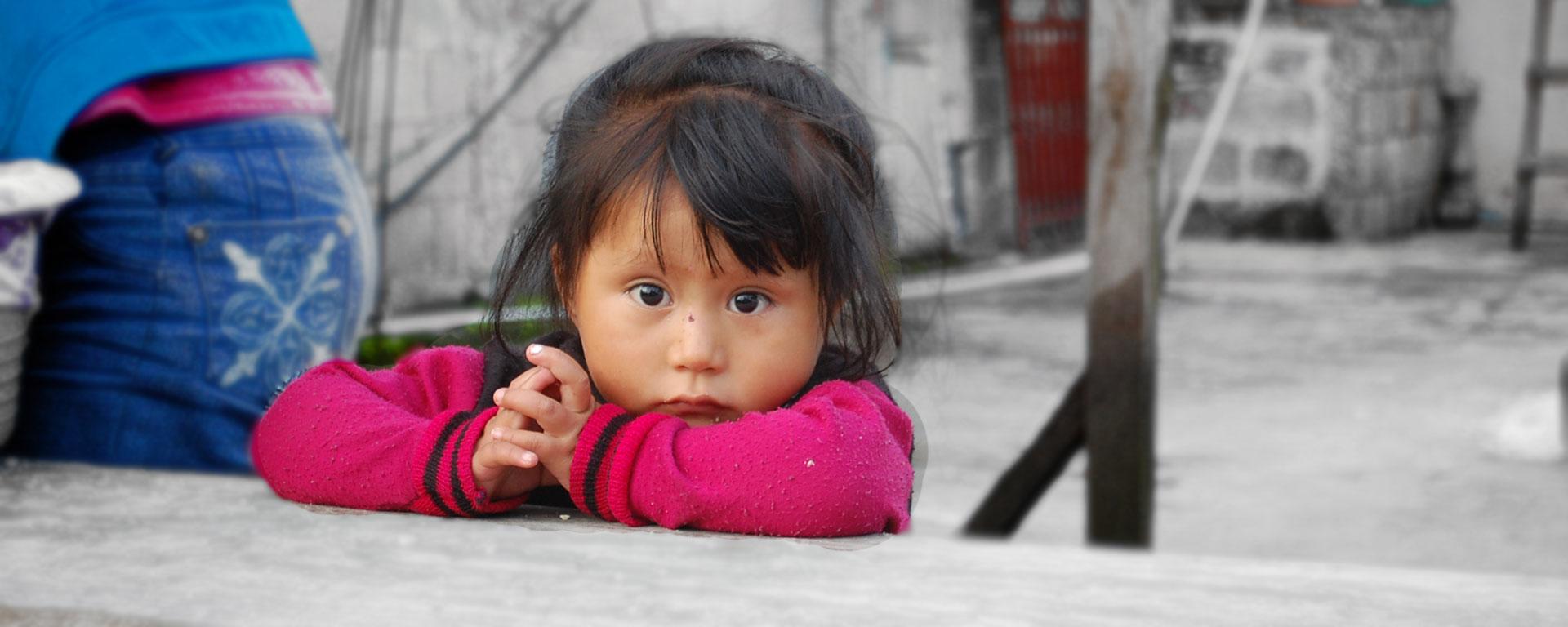 occhi bambina guatemalteca Hermana Tierra Onlus, Associazione di volontari laici e cristiani operante in Guatemala